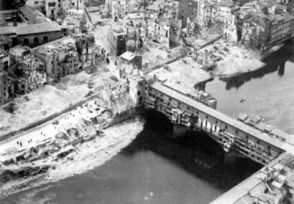 1945 Firenze, la zona del Ponte Vecchio - Foto del Gabinetto Fotografico della Soprintendenza ai Beni Artistici e Storici